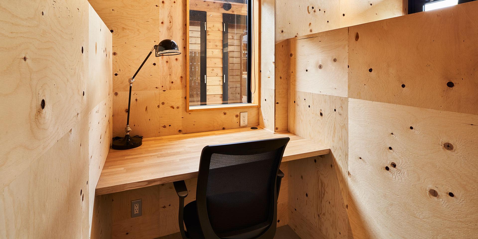 ネスティングパーク黒川・キャビン、書斎やオフィスなどに利用できるブースの写真